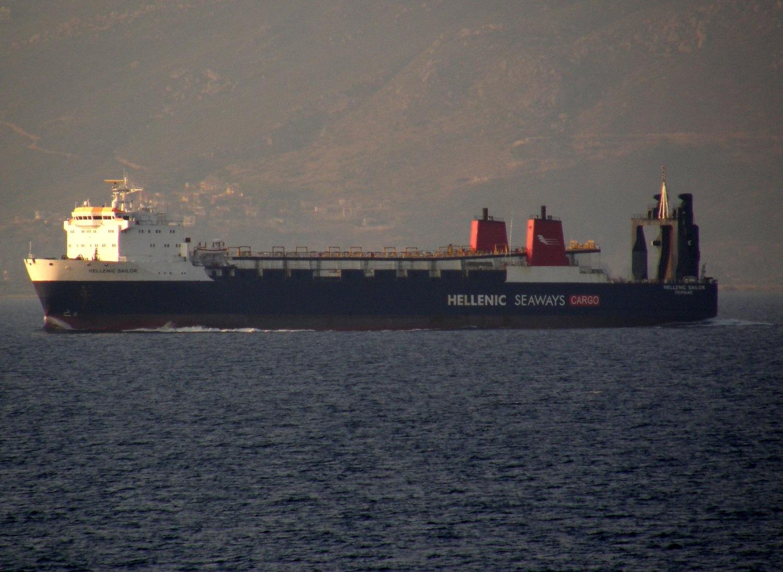 hellenic sailor off patras 090810