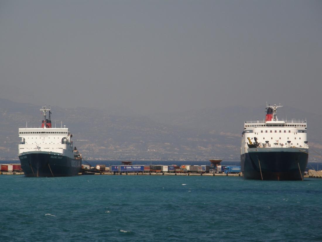 Hellenic Trader & Hellenic Voyager @ Korinthos
