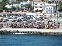 passengers awaiting nissos mykonos @ ag.kirikos