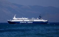 eptanisos leaving patras Old port from south 100911 b