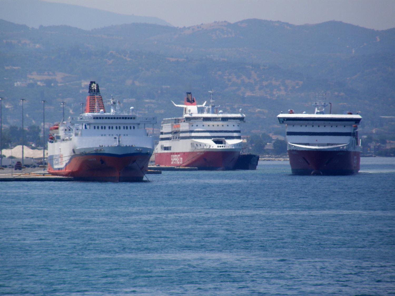 ionian queen sfII & Sf VI@ patra New port 150711 b