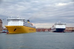 Mega Express Three and Zeus Palace, 4th June 2016 in Livorno