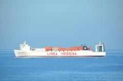 Thebeland sailing the Tyrhenian Sea