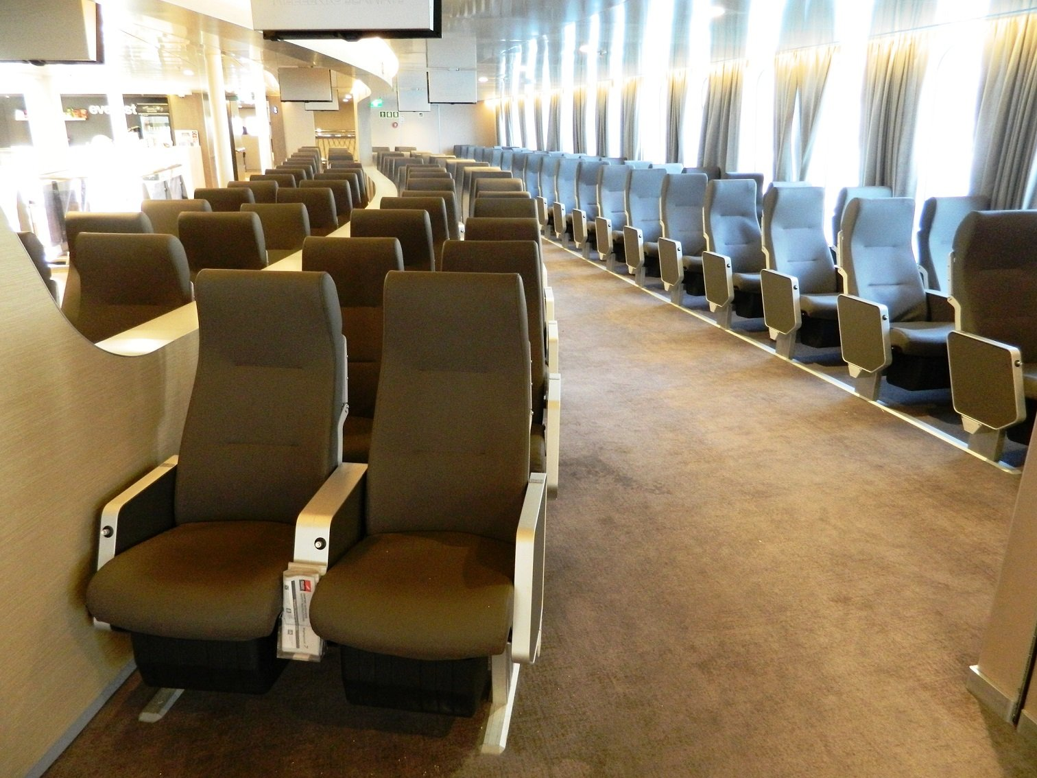 Highspeed 7 Middle Economy Lounge in Upper Deck