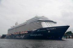 Mein Schiff 5 -24-06-16 -Kiel.jpg
