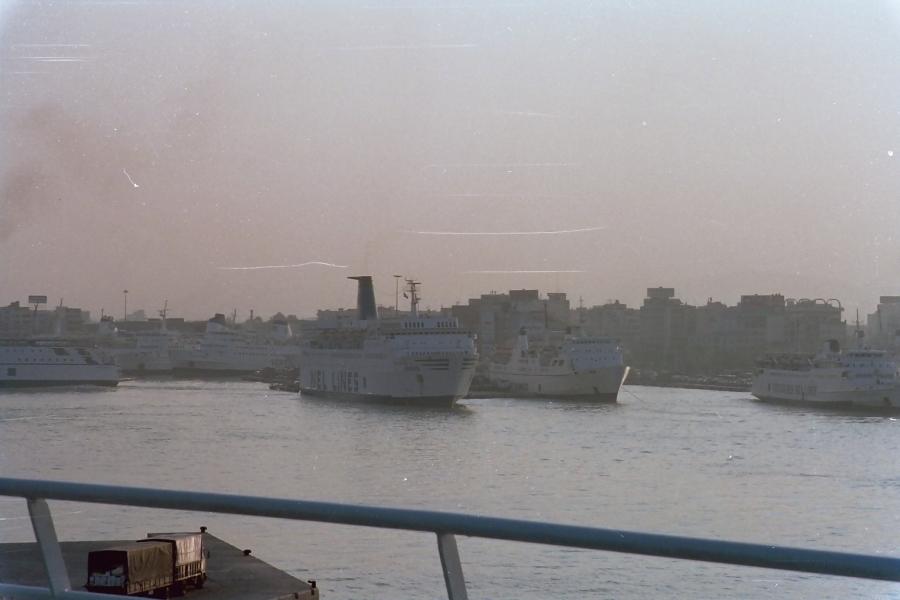 piraeus port august 1995