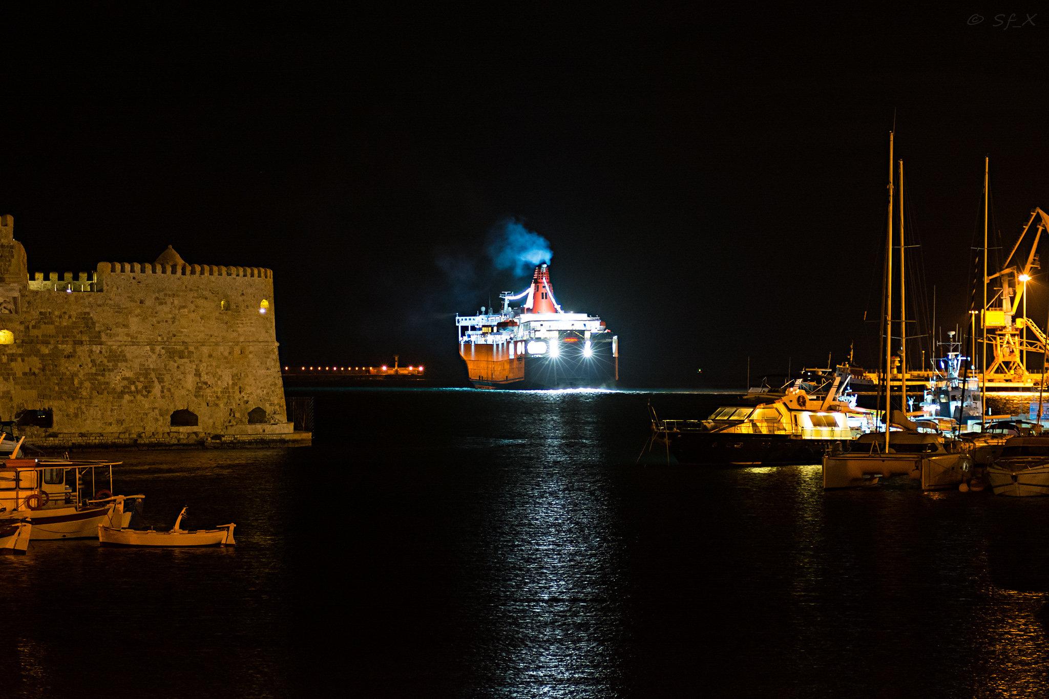 Nissos Samos departing Heraklion