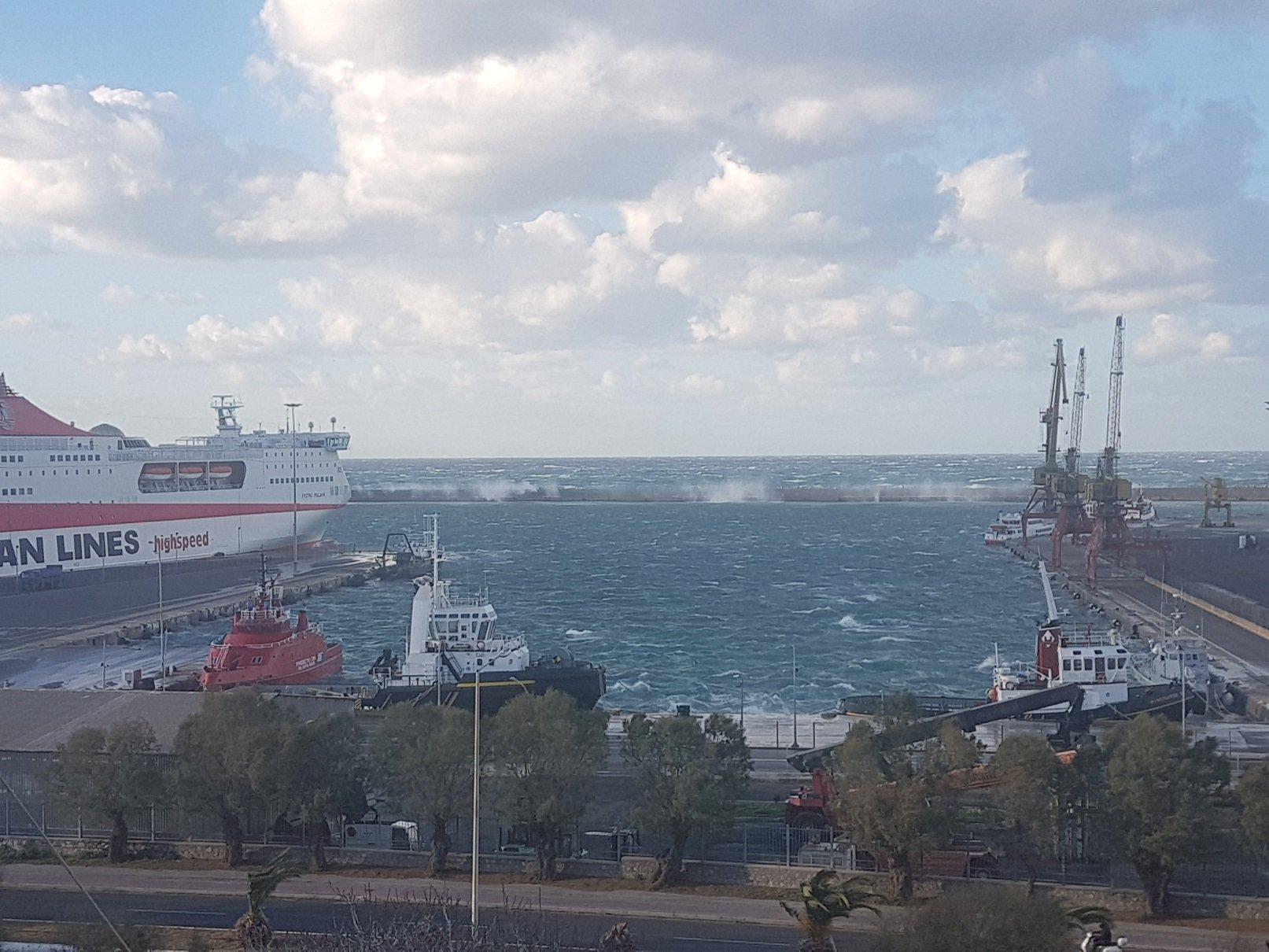 Heavy north winds hiting Heraklion Port