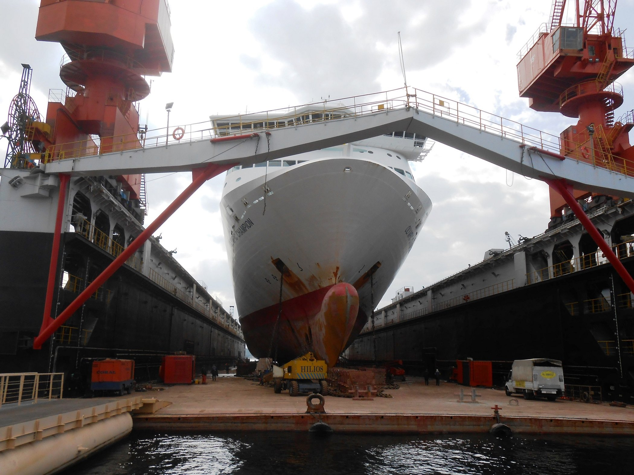 Olympic Champion in Perama Drydock_3 12-11-18.JPG