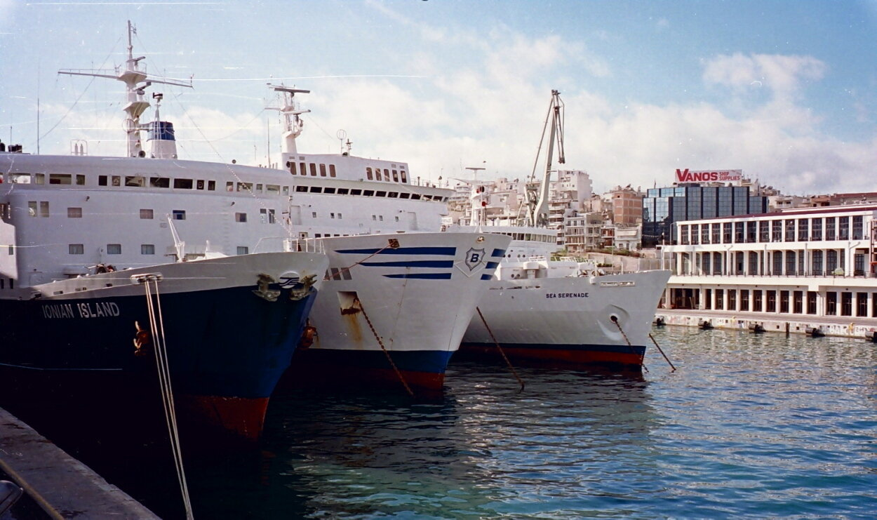 Piraeus dock 12, 1995 b